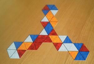 Hexx & Hopp startet mit einer symmetrischen Figur