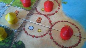 Um richtig an Amulette zu kommen, muss man die runden Felder besetzen
