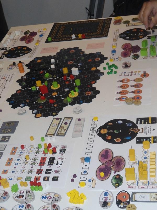 Am Stand von Feuerland konnten Gamer den Prototypen des Gaia-Projektes testen