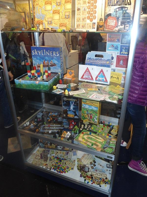 Für alle Fans von Magic - The Gathering gibt es jetzt von Hasbro auch eine Brettspiel-Version