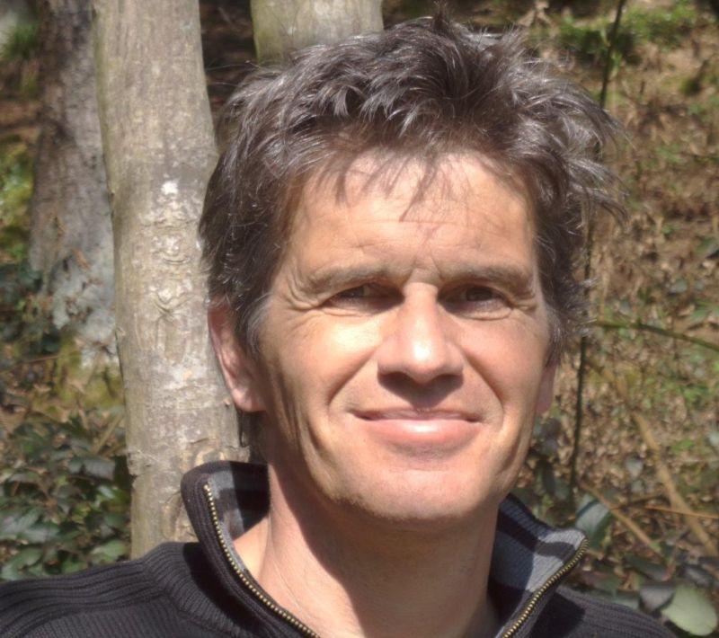 """Johannes Schmidauer-König ist Musiker und Spieleautor. Das Spiel """"Die Portale von Molthar"""" ist eines von drei Spielen, die von Ihm zur Spiel'15 in Essen vorgestellt worden sind"""