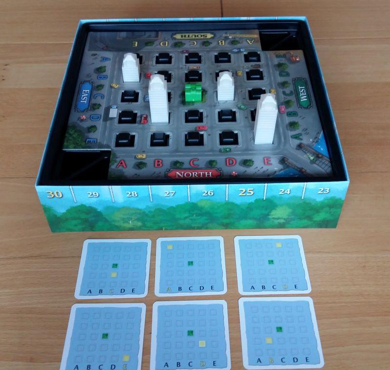 Zu Beginn des Spiels werden ein paar neutrale Stockwerke aufgestellt. Dadurch sind die Startbedingungen jedes Mal anders.
