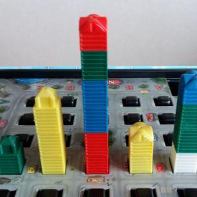Typische Wertungssituation: Von links sieht man 3 Türme, der rechte Spieler nur zwei.