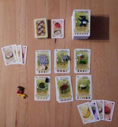In der Spielfeldmitte liegen immer 24 Karten, die auf zwei Arten genutzt werden können