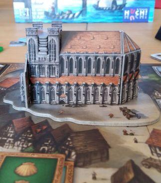 Der Turm des Münsters zeigt den Fortschritt des Spiels an