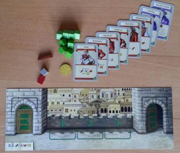 Zu Beginn des Spiels besitzt jeder Spieler 8 Grundkarten. Im Laufe des Spiels kommen weitere dazu.