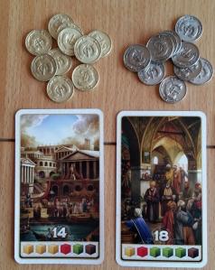 Bonusmünzen: Die Positionen 1 und 2 der Punktekarten erhalten zusätzlich einen Bonus. Goldmünzen 3 Siegpunkte, Silbermünzen 1 Siegpunkt.