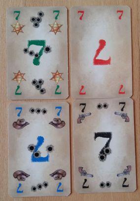 Die Karten in den vier Farben sind alle unterschiedlich