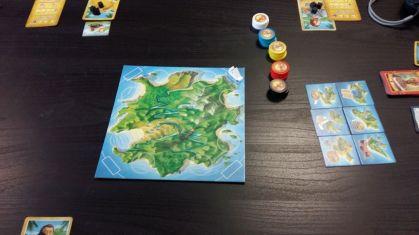 Auf der verfluchten Pirateninsel versuchen die Spieler ihr Glück bei der Suche nach Schätzen