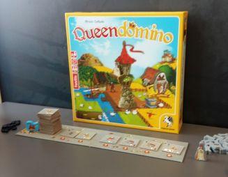 Queendomino und seinen neuen Elemente: Die Auslage sind die Städte, die auf den roten Feldern gebaut werden können