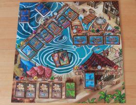 Atlantica benötigt nicht viel: ein Spielplan und ein paar Karten